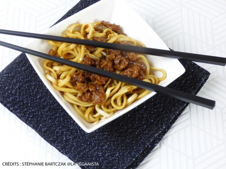Nouilles asiatiques, soja au gingembre et à la crème d'ail